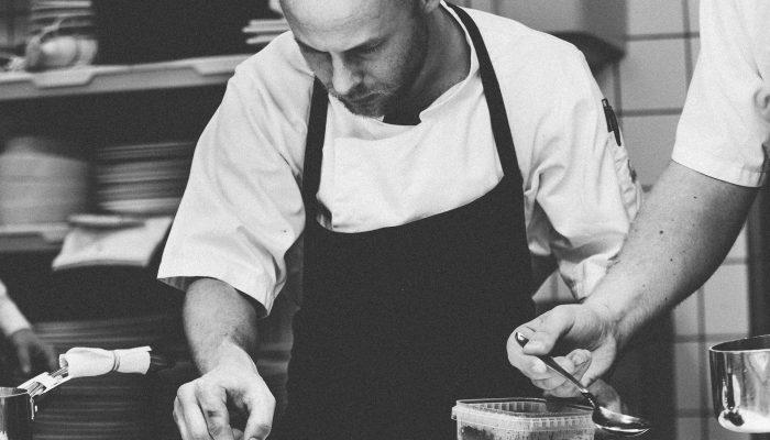 Economicreview Service Chef 1245676 1920 O